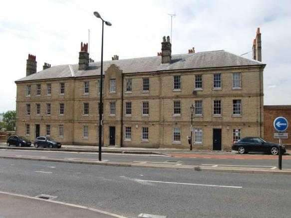 3 Bedrooms Apartment Flat for rent in Admiralty Gate, Chatham