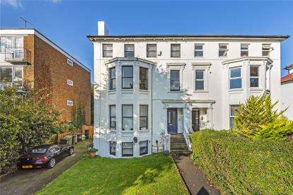 2 Bedrooms Flat for sale in Freelands Road, Bromley
