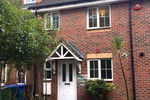 2 Bedrooms Terraced House for sale in Guillemont Fields, Farnborough