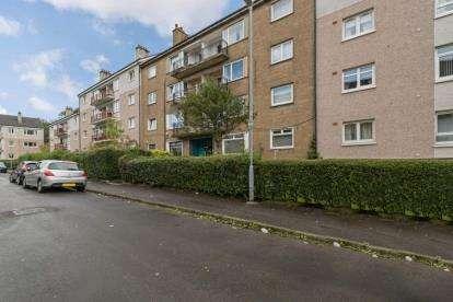 2 Bedrooms Flat for sale in Fieldhead Drive, Glasgow, Lanarkshire