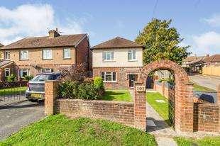 3 Bedrooms Detached House for sale in Powder Mill Lane, Tunbridge Wells, Kent, .