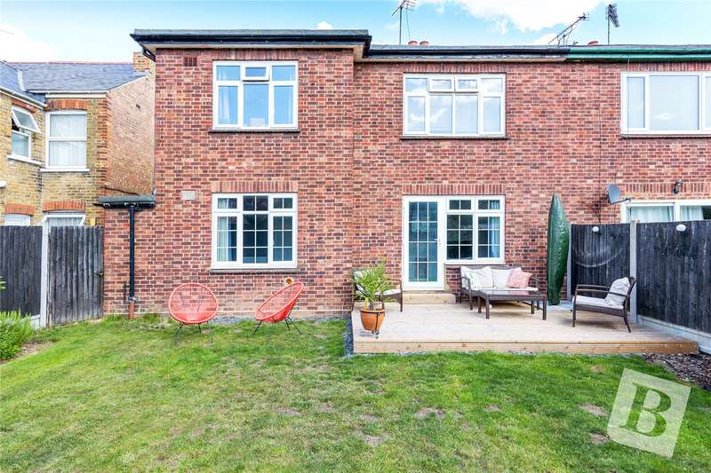 2 Bedrooms Maisonette Flat for sale in Rectory Lane, Chelmsford, Essex, CM1