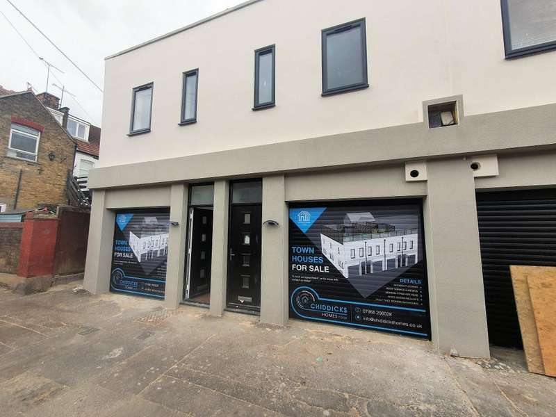 2 Bedrooms End Of Terrace House for sale in Park Street, Westcliff on Sea, Essex, SS0 7PD