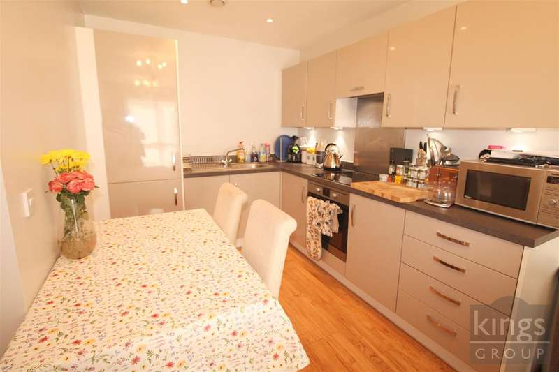 2 Bedrooms Apartment Flat for sale in Crambus Court, Admiral Drive, Stevenage