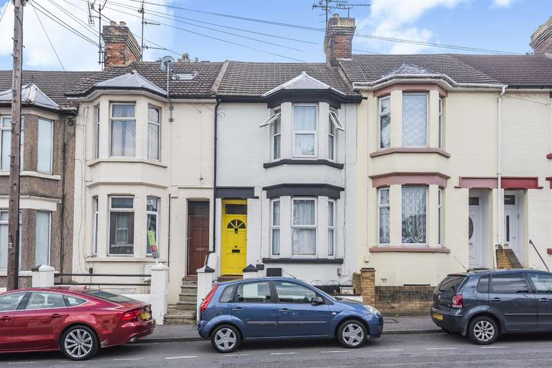 1 Bedroom Ground Flat for sale in Richmond Road, Gillingham