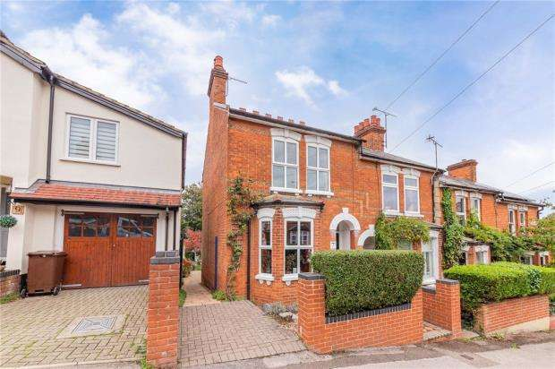 2 Bedrooms End Of Terrace House for sale in Cargate Hill, Aldershot, Hampshire