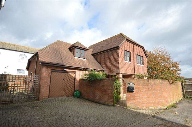 4 Bedrooms Detached House for sale in New Street, Lymington, SO41