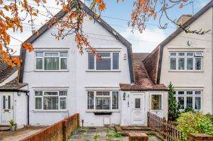 3 Bedrooms Terraced House for sale in Mount Road, Chessington, .