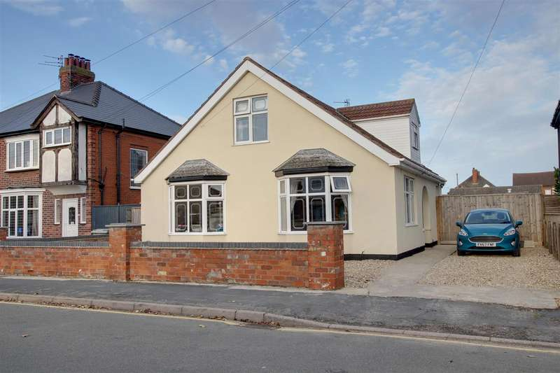 4 Bedrooms Detached Bungalow for sale in George Street, Mablethorpe