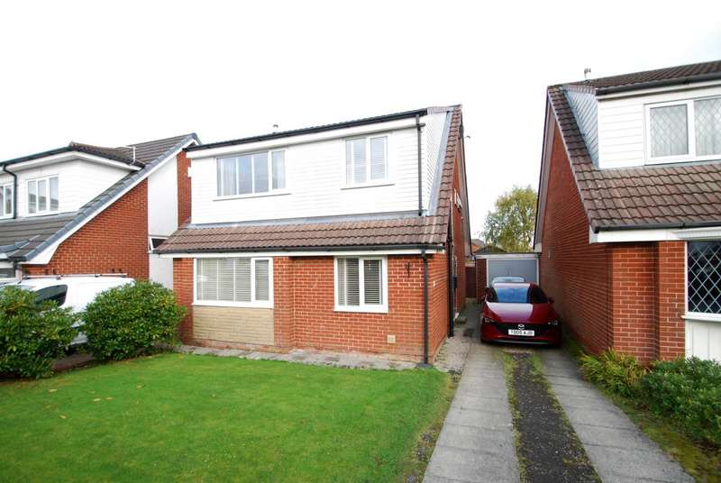 3 Bedrooms Detached House for sale in Otterbury Close, Bury