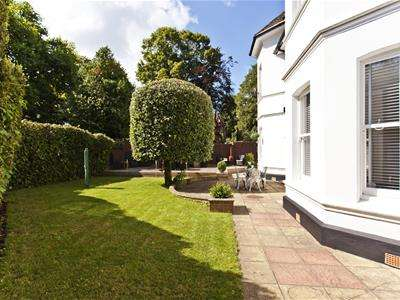 2 Bedrooms Apartment Flat for sale in Cavendish Road, Bournemouth