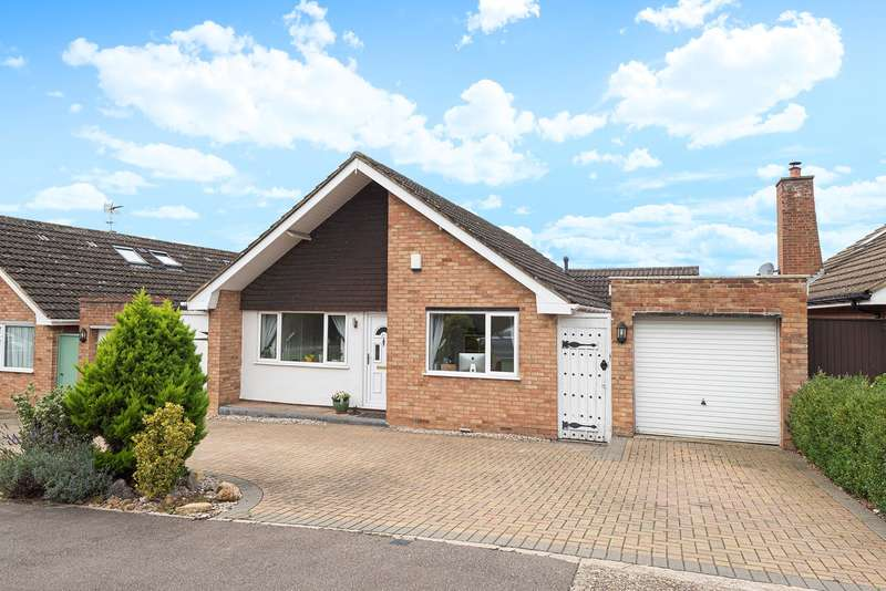 3 Bedrooms Detached Bungalow for sale in Stotfold Road, Hitchin, SG4