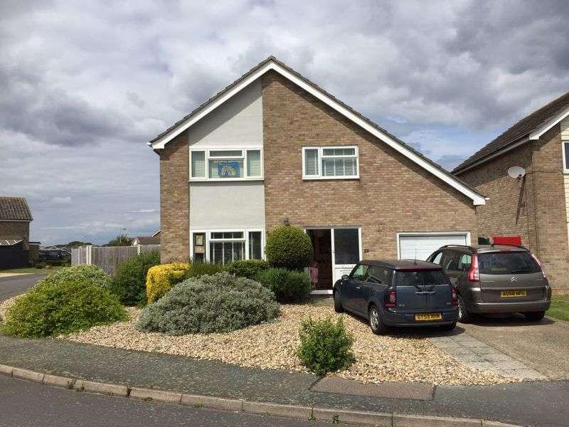 3 Bedrooms Property for sale in Chapelfields, Frinton-On-Sea