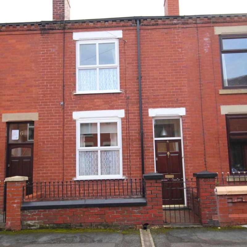 2 Bedrooms Terraced House for sale in Clifton Street, Leigh