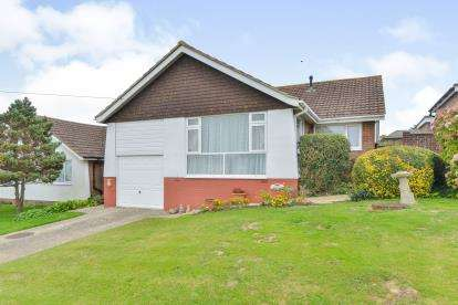3 Bedrooms Bungalow for sale in Newport, Isle Of Wight, .