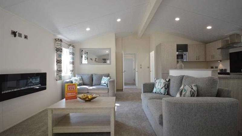 3 Bedrooms Park Home Mobile Home for sale in Carlton Meres Holiday Park, Saxmundham