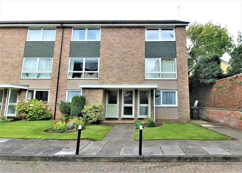 2 Bedrooms Maisonette Flat for sale in COLLEGE LAWN, GL53