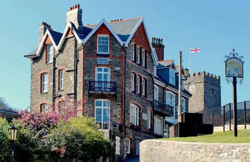 10 Bedrooms Property for sale in Castle Hill, Lynton
