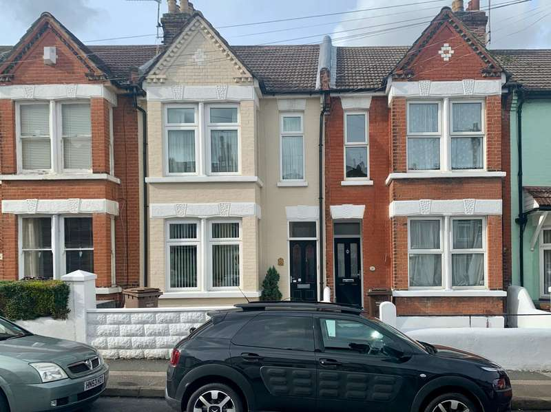3 Bedrooms House for sale in Beresford Road, Gillingham, Kent, ME7