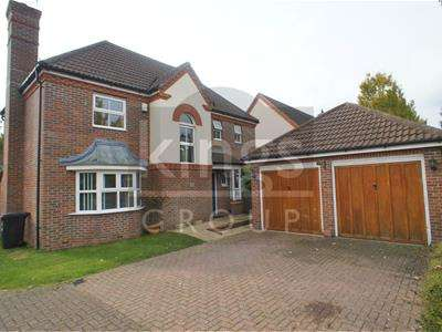 4 Bedrooms Detached House for sale in Deer Park Way, Waltham Abbey