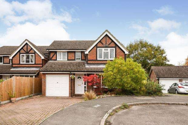 4 Bedrooms Detached House for sale in Tadley, Hampshire, .