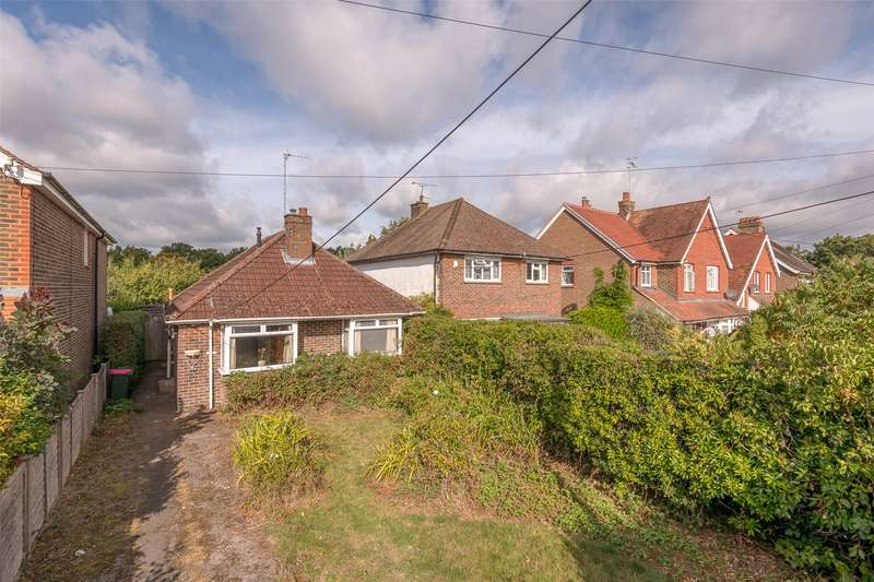 3 Bedrooms Detached Bungalow for sale in North Road, Crawley, West Sussex, RH10