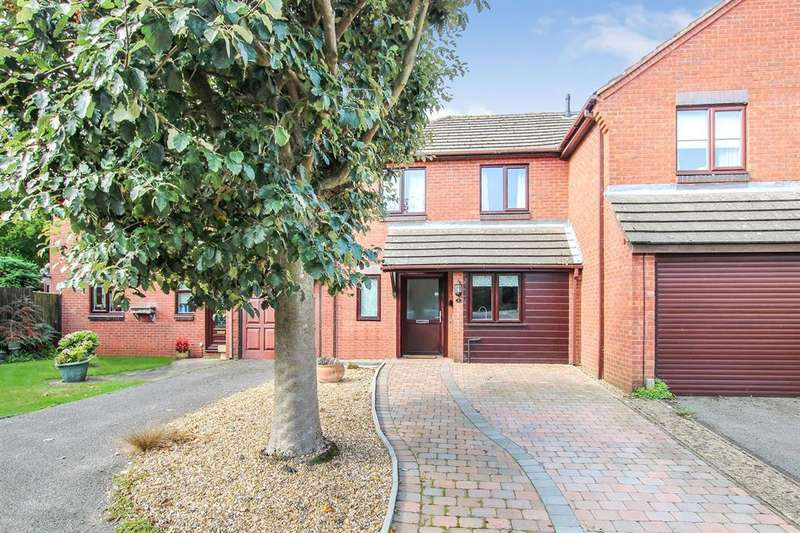 3 Bedrooms Semi Detached House for sale in Plaiters Close, Tring
