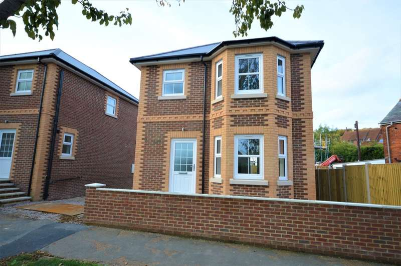 3 Bedrooms Detached House for sale in New Road, Brading