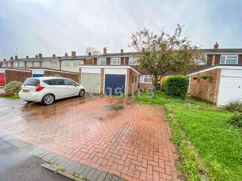 3 Bedrooms Property for sale in Roundhills, Waltham Abbey, Essex, EN9