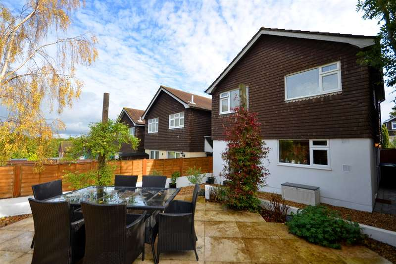 3 Bedrooms Detached House for sale in Beacon Mount, Park Gate, Southampton, SO31
