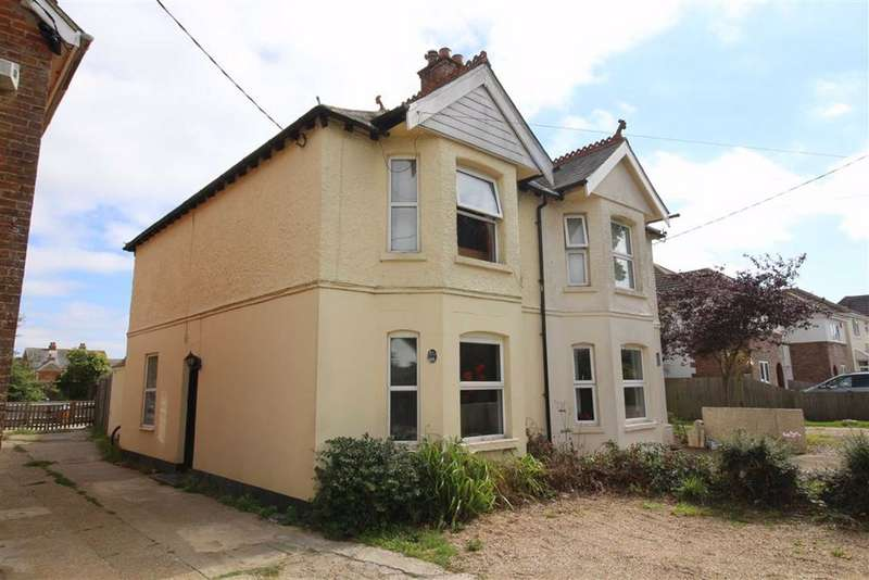 3 Bedrooms House for sale in Barton On Sea, Hampshire