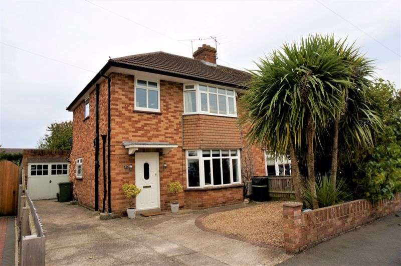 3 Bedrooms Property for sale in Parkfields