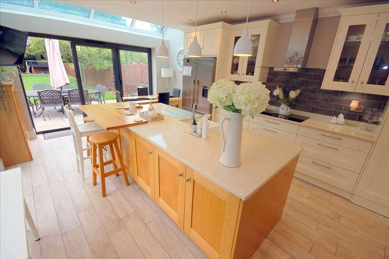 5 Bedrooms Detached House for sale in Chignal Road, Chelmsford