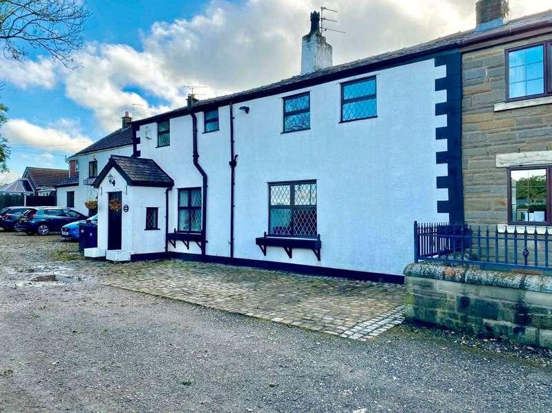 3 Bedrooms Semi Detached House for sale in Gregson Lane, Hoghton, Preston, PR5