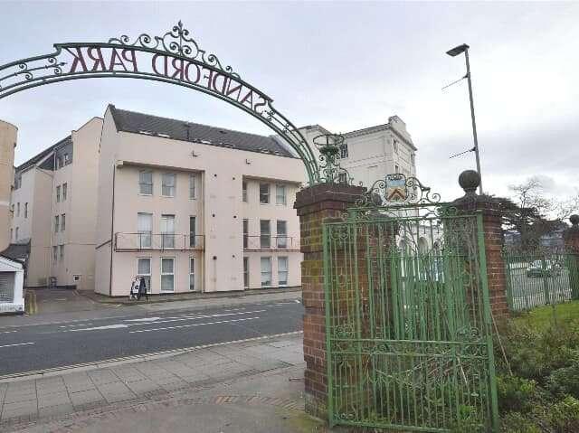 1 Bedroom Flat for sale in Berkeley Court, High Street, Cheltenham, Gloucestershire, GL52