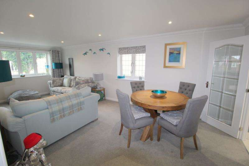 2 Bedrooms Flat for sale in QUALITY APARTMENT JUST OFF THE SEAFRONT