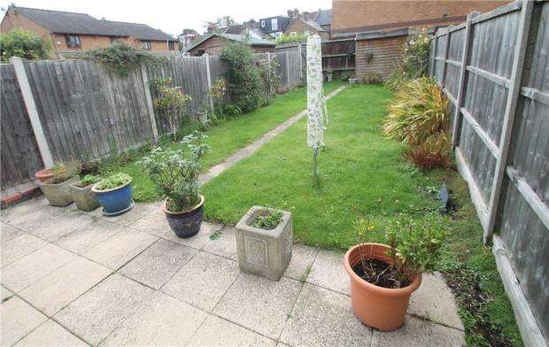 3 Bedrooms Terraced House for sale in Victoria Road, Bromley, London