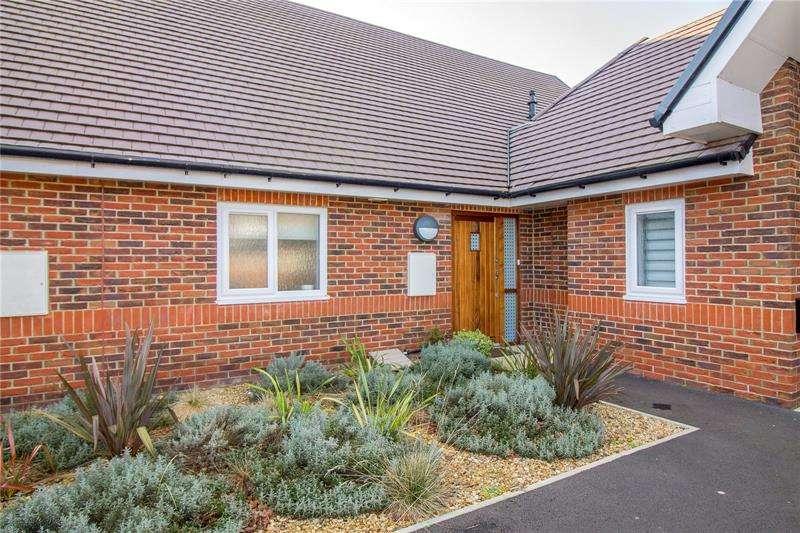 2 Bedrooms Apartment Flat for rent in Blenheim Court, Farnham Road, Liss, Hampshire, GU33