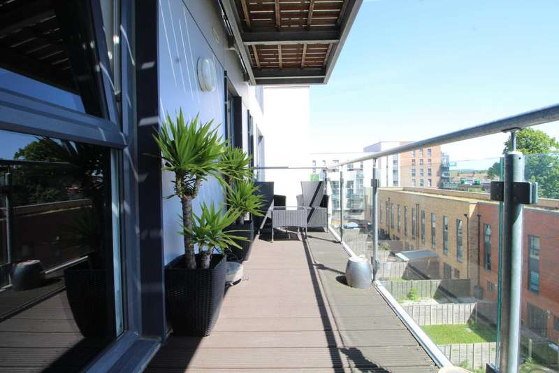 3 Bedrooms Apartment Flat for sale in Loughborough House, Honour Gardens