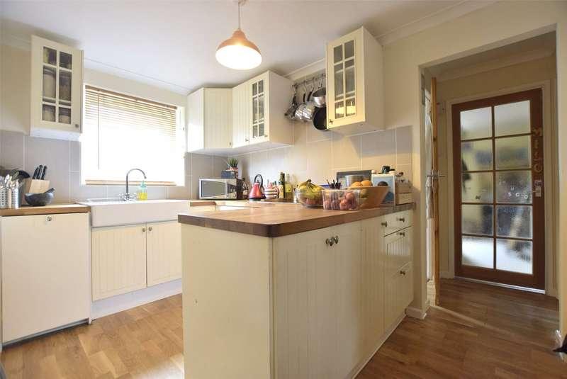 3 Bedrooms Flat for sale in Coronation Flats, Oak Avenue, Cheltenham, Gloucestershire, GL52