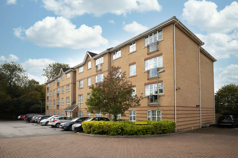 2 Bedrooms Ground Flat for sale in Alyward Drive, Stevenage, SG2