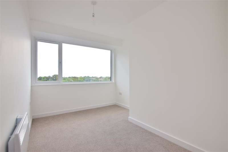 2 Bedrooms Flat for sale in St. Edwards Way, , Romford, Essex