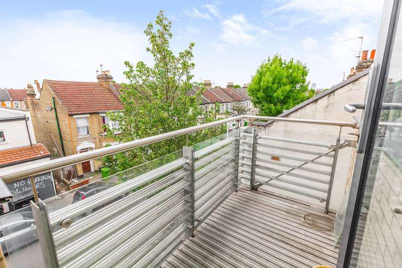 3 Bedrooms Flat for rent in Green Street, Forest Gate, E7