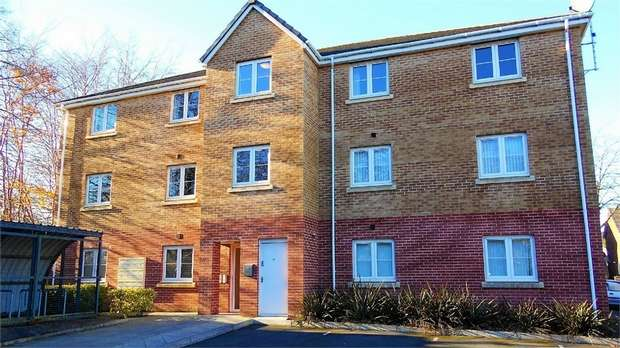 2 Bedrooms Flat for rent in Potters Mews, Greenway Road, Rumney, Cardiff, South Glamorgan