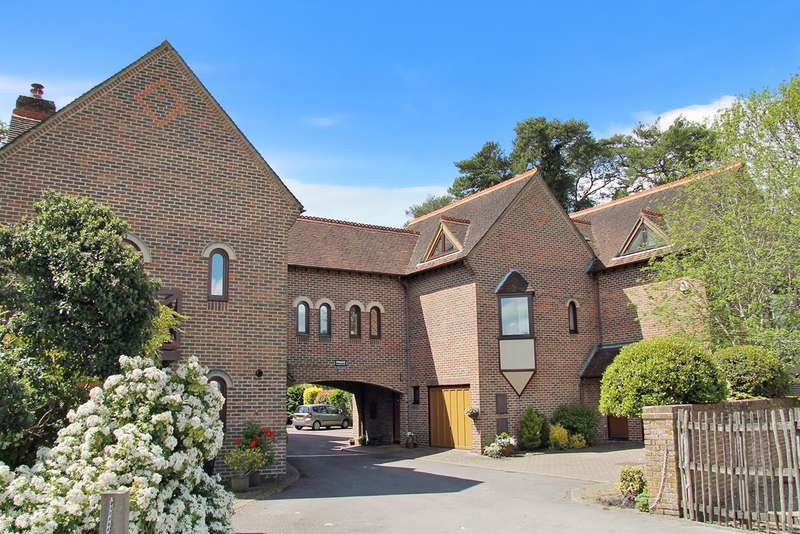 3 Bedrooms Town House for sale in Bishops Waltham, Hampshire