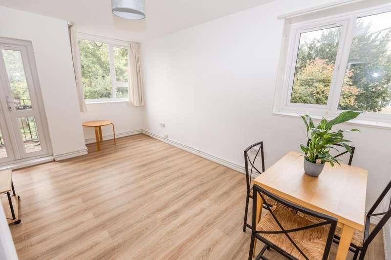 3 Bedrooms Flat for rent in Hayward Gardens, London, SW15