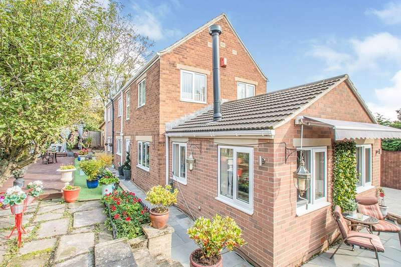 4 Bedrooms Detached House for sale in Aberford Road, Stanley, WF3