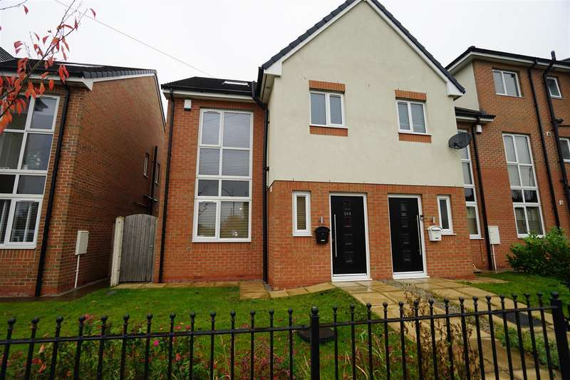 4 Bedrooms Town House for sale in Church Street, Westhoughton, Bolton
