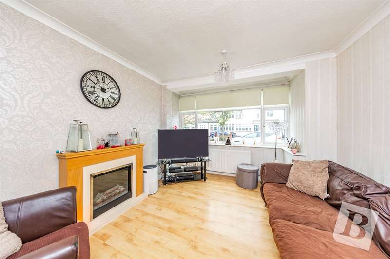 3 Bedrooms Terraced House for sale in Strood Avenue, Rush Green, RM7