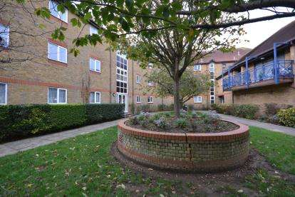 2 Bedrooms Flat for sale in Belvedere Road, Burnham-On-Crouch, Essex